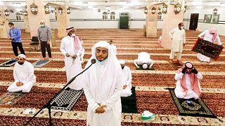 پخش اذان از بلندگوهای مساجد در عربستان