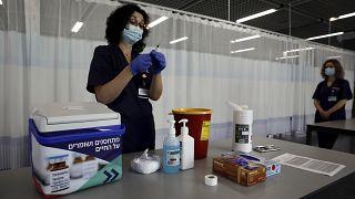 إسرائيل ترفع غالبية قيود فيروس كورونا بعد حملة التطعيم الواسعة