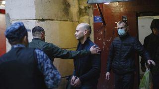 """أندريه بيفوفاروف المدير السابق لمنظمة """"أوبن راشا""""، أثناء توقيفه من قبل الشرطة الروسية  في سان بطرسبرغ، روسيا ، الثلاثاء 1 يونيو 2021"""