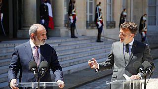 Fransa Cumhurbaşkanı Emmanuel Macron, Ermenistan Başbakanı Nikol Paşinyan'la bir araya geldi.