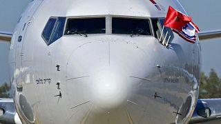 أعلام المغرب وإسرائيل والولايات المتحدة الأمريكية على طائرة شركة العال بعد هبوطها في العاصمة المغربية الرباط- أرشيف.