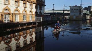 Brésil : des inondations records à Manaus