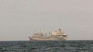 شناور خارک در حال عبور از کانال سوئز در سال ۲۰۱۱