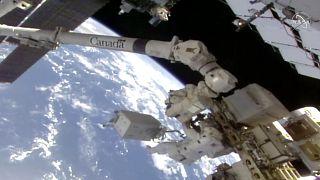 Uluslararası Uzay İstasyonu'nda çalışmalarını yürüten iki Rus kozmonot