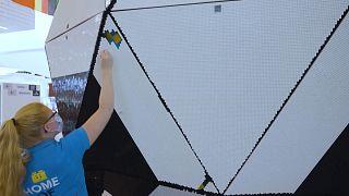 تصاویری از ساخت بزرگترین توپ لگویی جهان به مناسبت جام ملتهای اروپا