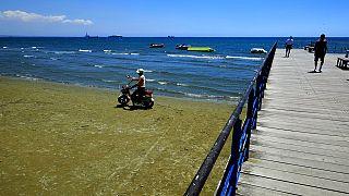 Am Strand von Larnaca auf Zypern