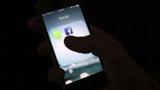 تطبيق فيسبوك على هاتف ذكي. 2014/02/19