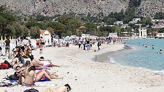 Una vista de la playa de Mondello, Sicilia
