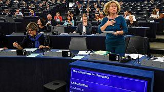 Judith Sargentini holland zöldpárti EP-képviselő a Sargentini-jelentés vitáján az Európai Parlament plenáris ülésén, Strasbourgban 2018. szeptember 11-én
