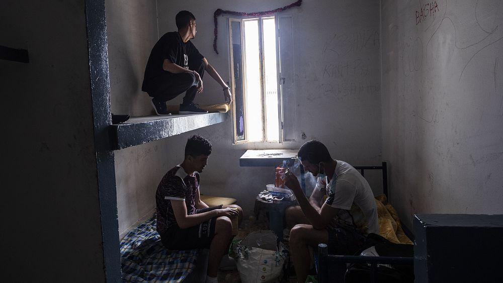 España aliviará las restricciones a los jóvenes inmigrantes para legalizar su estatus