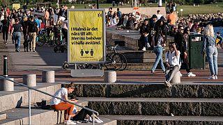 İsveç hükümeti Avrupa'nın diğer ülkelerine nazaran salgınla mücadelede farklı bir strateji izledi