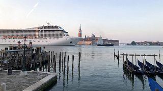 Kreuzfahrtsschiff vor Florenz