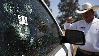 Impacto en el vehículo de Guillermo Valencia, candidato del PRI en Morelia
