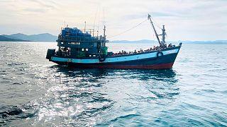 عکس آرشیوی از قایق حامل پناهجویان روهینگیا در سواحل مالزی