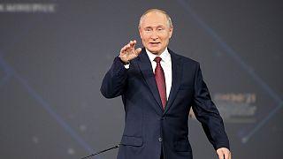 الرئيس الروسي فلاديمير بوتين في منتدى سانت بطرسبرغ الاقتصادي الدولي، الجمعة 4 يونيو 2021
