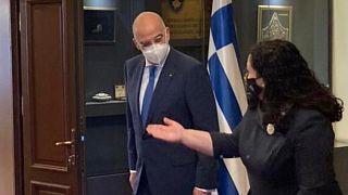Ο Έλληνας ΥΠΕΞ και η πρόεδρος του Κοσόβου