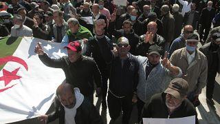 متظاهرون خلال مسيرة في العاصمة الجزائر. 2021/03/19