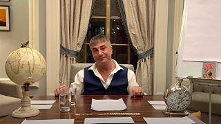 Sedat Peker, cumartesi akşam Suriye silahları konulu bir telefon görüşmesini yayınlayacağını duyurdu.