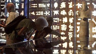 إحدى قاعات متحف شامبليون مؤسس علم المصريات المعاصر في منزله العائلي قرب مدينة غرونوبل جنوب شرق فرنسا.