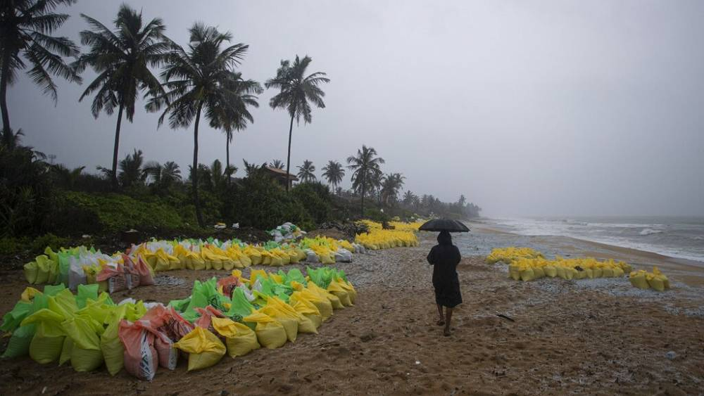 Sri Lanka fears more pollution following sinking of container ship