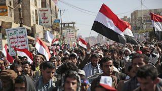 مؤيدو الحوثيين خلال التظاهر في صنعاء. 2021/03/26