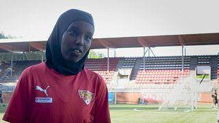 """اتحاد كرة القدم الفنلندي يقدم """"الحجاب الرياضي"""" المجاني لأي لاعب يريده، في خطوة تهدف إلى جذب المزيد من اللاعبين إلى هذه الرياضة."""