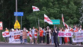 Des manifestants bélarusses près de la frontière en Pologne