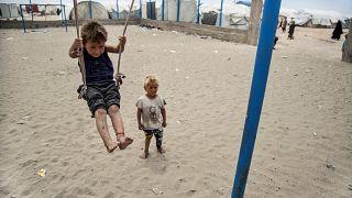 Siria: consegnati all'Olanda una donna e tre minori