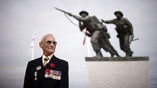 Un ancien combattant lors de l'inauguration du mémorial britannique à Ver/mer, le 06/06/2021