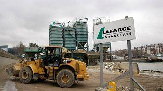 موقع به معدات بناء تابعة لمجموعة لافارج في باريس. 2009/02/18