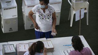 Избирательный участок в Акапулько, Мексика