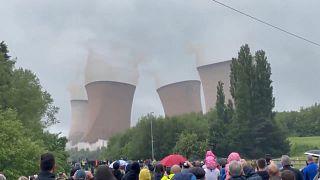شاهد: تفجير أبراج التبريد لمحطة توليد كهرباء في بريطانيا