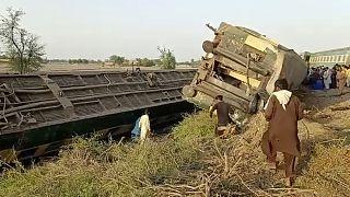akistan'ın Sindh eyaletinde meydana gelen tren kazasında ilk belirlemelere göre 30 kişi öldü, 50 kişi yaralandı