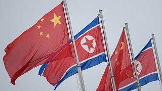 پرچمهای کره شمالی و چین