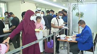 Controles de documentación a pasajeros que llegan a Marruecos