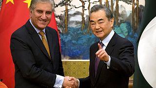 وزير الخارجية الباكستاني شاه محمود قريشي ووزير الخارجية الصيني وانغ يي في ختام مؤتمر صحفي مشترك في بكين، الثلاثاء 19 مارس 2019
