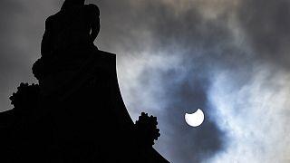 El eclipse sobre Trafalgar Square, en Londres