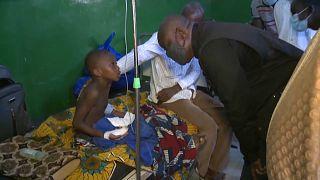 Un niño herido en el ataque contra la aldea Sohan, en Burkina Faso