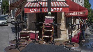 Bares y restaurantes preparados para la reapertura de su interior en Francia