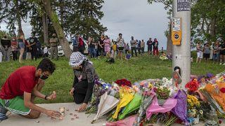Mémorial improvisé pour la famille tuée à London, Ontario, Canada, 7 juin 2021