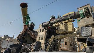 A Hamász katonai szárnyának, az Ezzedin al-Kaszam brigádnak a felvonulása Gázában, május végén