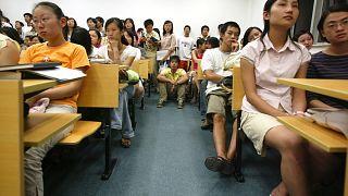 Diákok a Fudan Egyetem egyik előadótermében 2005-ben (illusztráció)