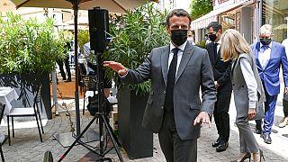 El presidente francés Emmanuel Macron ha recibido una bofetada de un hombre durante una visita en una pequeña ciudad del sureste de Francia