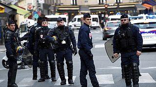 عناصر من الشرطة الفرنسية خلال مظاهرة للطلاب في باريس، يوم الثلاثاء 18 ديسمبر 2018