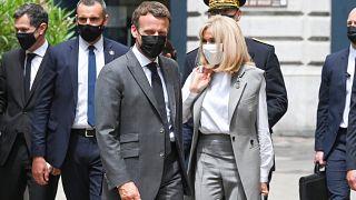 Emmanuel Macron feleségével Brigitte Macronnal a délkelet-franciaországi Valence-ban