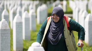 البوسنة تحيي ذكرى مذبحة سريبرينيتشا بدفن رفات 19 ضحية من ضحايا الإبادة عثر عليها مؤخرا