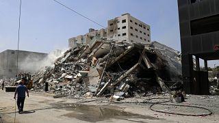 حطام مبنى دمرته غارة جوية إسرائيلية كان يضم وكالة أسوشيتيد ووسائل إعلامية أخرى، في مدينة غزة، الأحد 16 مايو 2021