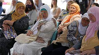 Les mères de Srebrenica devant un écran géant pour la retransmission du verdict du TPI de La Haye., 8 juin 2021