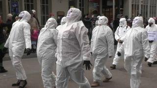 Il referendum sulle leggi speciali per la pandemia divide la Svizzera