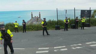 La policía desplegada en la bahía de Carbis donde tiene lugar la cumbre del G7